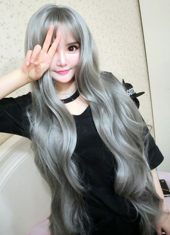 Women's Long Wigs Silver Gray Wavy Synthetic Hair Wigs With Bangs