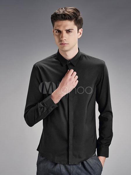 Hombres vestidos de negro casual