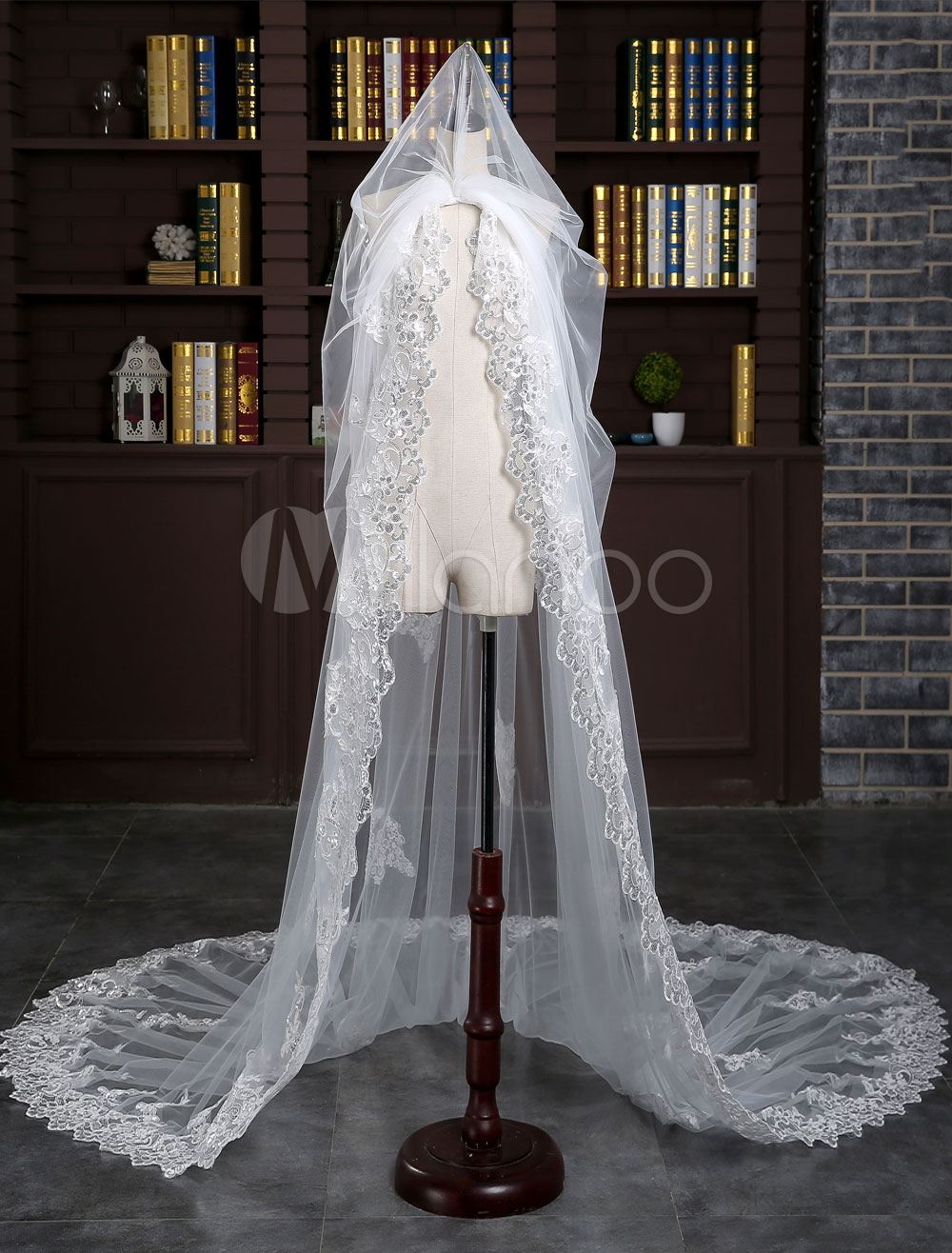 One-tier Wedding Veil Lace Applique Edge Ivory Drop Sequin Bridal Cathedral Veil With Comb