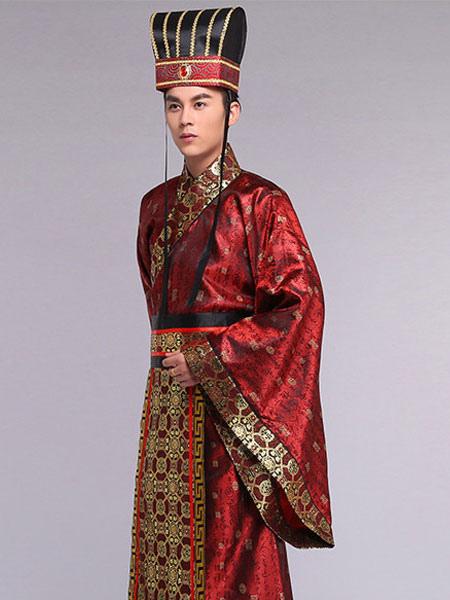 abbigliamento e vestiti uomo COLLEZIONE La collezione di Terranova è all'insegna della moda giovane, versatile e colorata, sempre con uno stile trendy e disinvolto.