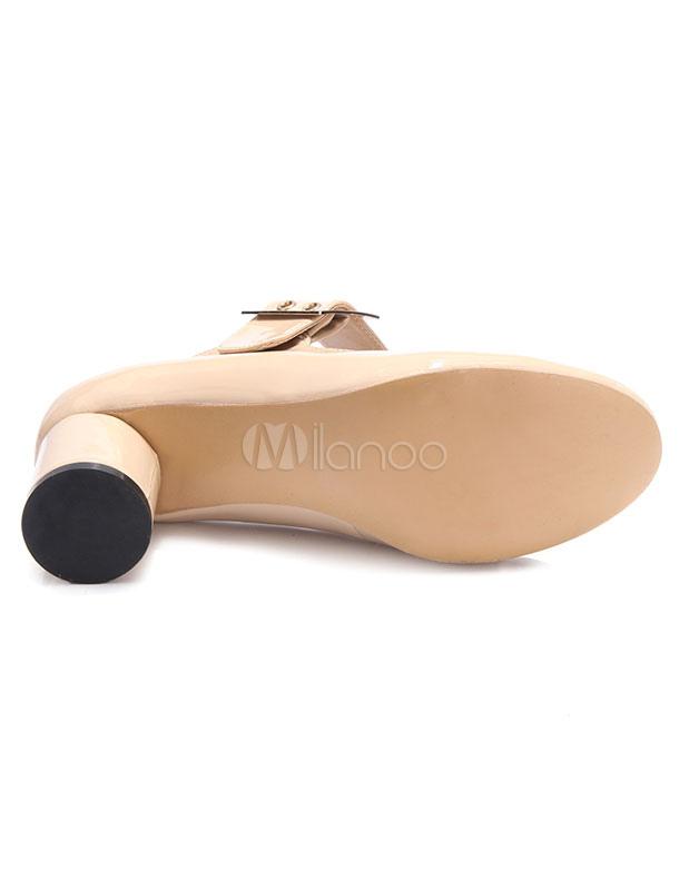 Zapatos de tacón medio con pala de charol de color nude de patente con hebilla estilo clásico qNVpA6