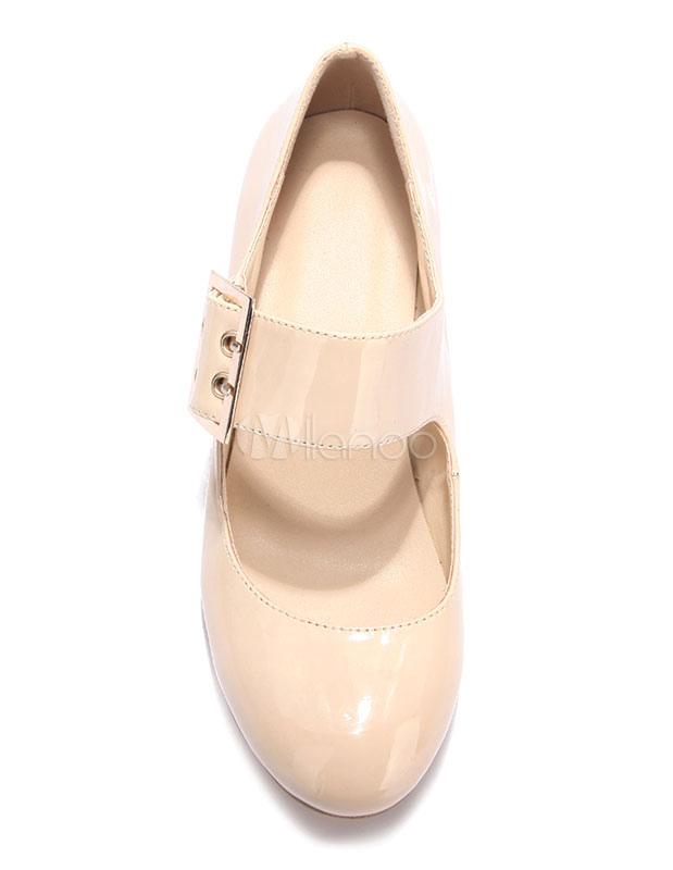 Zapatos de tacón medio con pala de charol de color nude de patente con hebilla estilo clásico hXlNahQY