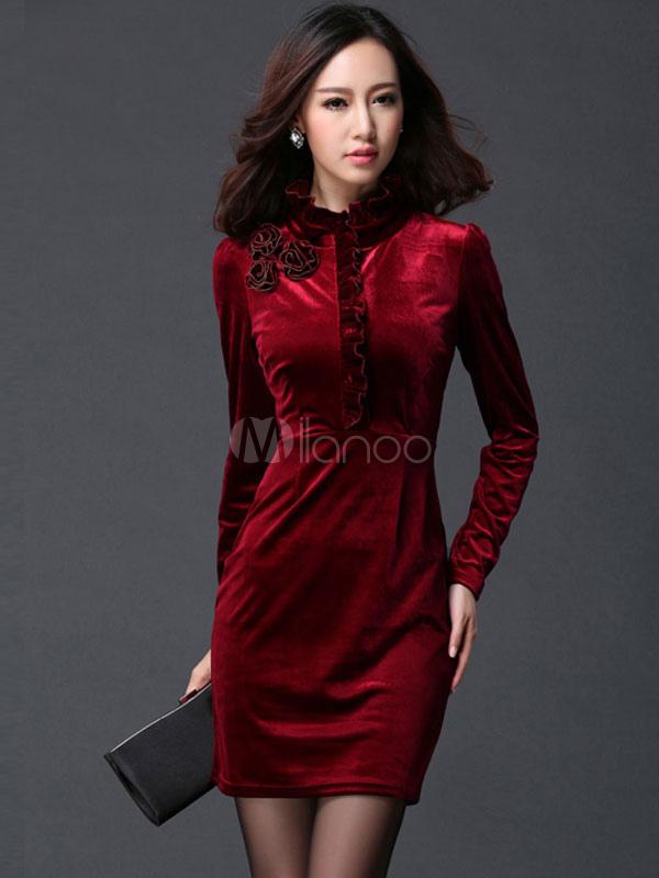 b13822f30f4b Vestito aderente velluto per donna con maniche lunghe colletto alla coreana  pieghettature decorazione di rosa ...