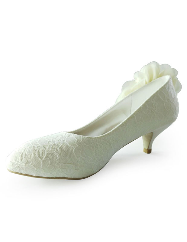 Buy Beautiful Antique Design Almond Toe Silk And Satin Pumps For Bride for $55.79 in Milanoo store