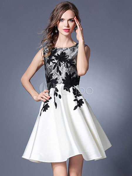 Vestito plissettato bianco cerniera corto di pizzo smanicato con scollo  tondo modellante con pizzo donna ... 42140a77ce1