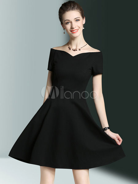 7391b4168e3d Vestido plisado de algodón mezclado negro con escote en corazón con manga  corta Color liso con cremallera estilo moderno