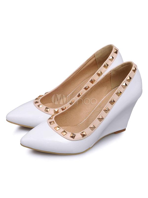 Zapatos de tacón de cuña de tacón de cuña slip-on de puntera puntiaguada Charol PU Color liso con remache estilo moderno para pasar por la noche l8VqWzR