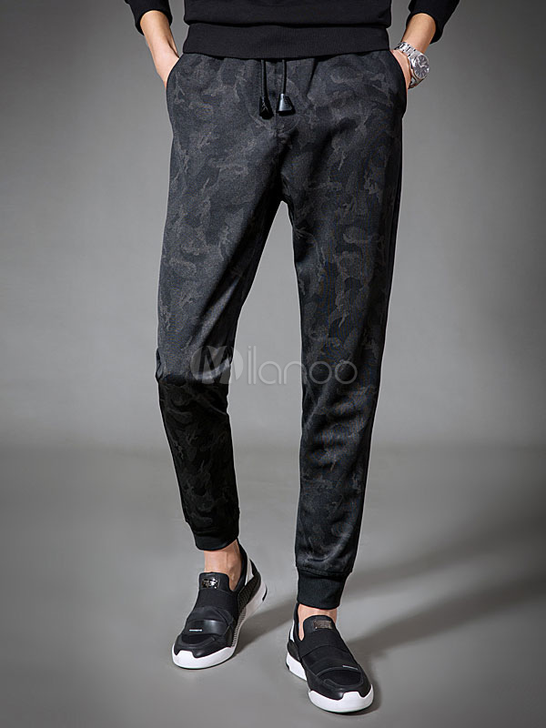Herren Hose aus modisch in Tarnfarbe Polyester im casualen Stil in Camoulage Optik für Alltag und Schnüren Normal