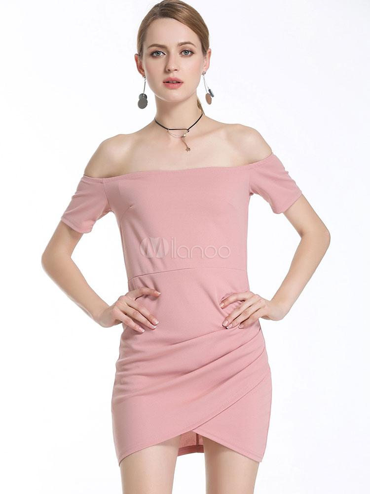 Mujeres con vestido rosa