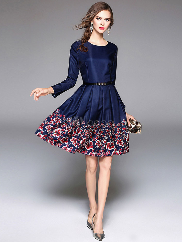 7d4d415507 ... Vestido plisado de Acetato azul con escote redondo con manga larga con  estampado con pliegues estilo ...