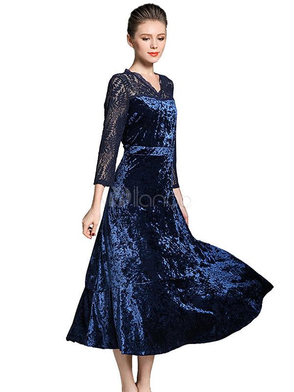 robe longue bleu en velours de soie avec dentelle et dentelle col v. Black Bedroom Furniture Sets. Home Design Ideas