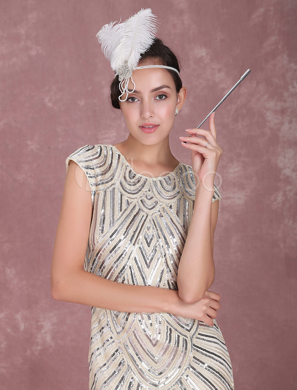 depiction of the women of the 1920s in the great gatsby In the 1920s, women caught on to the idea that their behaviour was  the great gatsby is a perfect representation of the 'jazz age', men, .