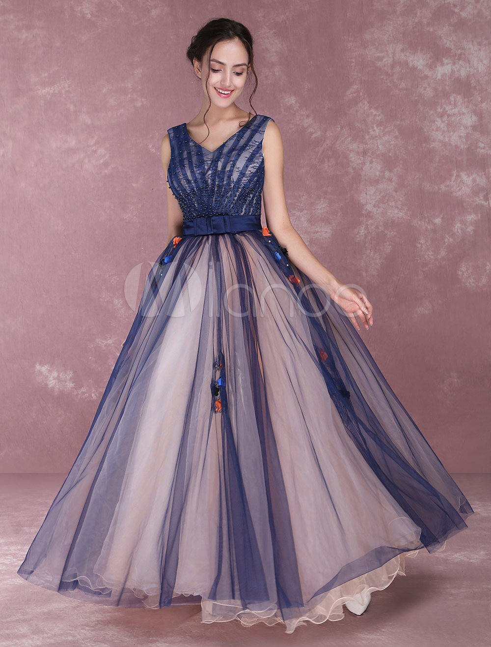 dac35f5b72a Vestido para quinceañeras de color azul marino oscuro con cuello en V sin  mangas con cuentas ...