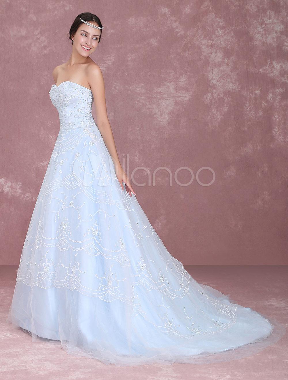 ff5627ec69ab Abito da sposa azzurro moderno in tulle con scollo a cuore con perline con  strascico Milanoo ...