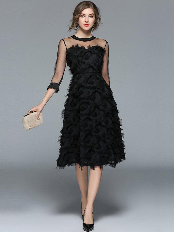 fec5b90a9b Vestido a media pierna con cuello redondo y manga larga de terciopelo negro  con cuello redondo ...