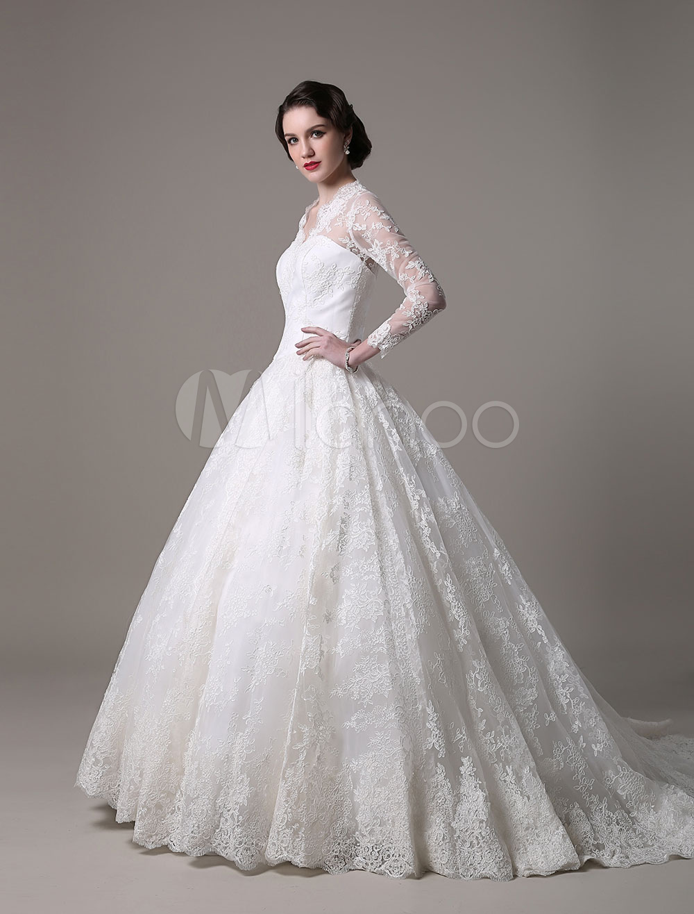 Elegantes Duchesse-Linie Brautkleid aus Spitze mit V-Ausschnitt und ...