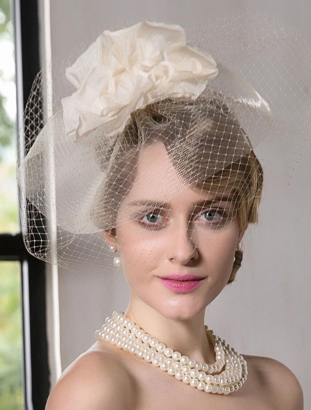 Cappello veletta copricapo color champagne vintage per donna Carnevale-No.  ... caf1e30f1efc