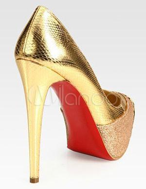 goldene damen pumps aus lackleder mit ziernieten und kappen. Black Bedroom Furniture Sets. Home Design Ideas