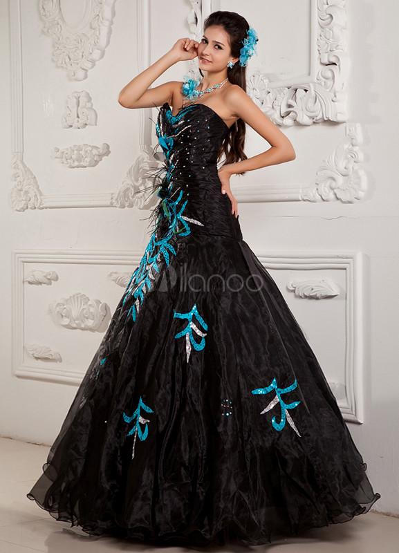 Robe de soirée princesse noire en satin élastique et organza encolure  coeur avec perles et plumes