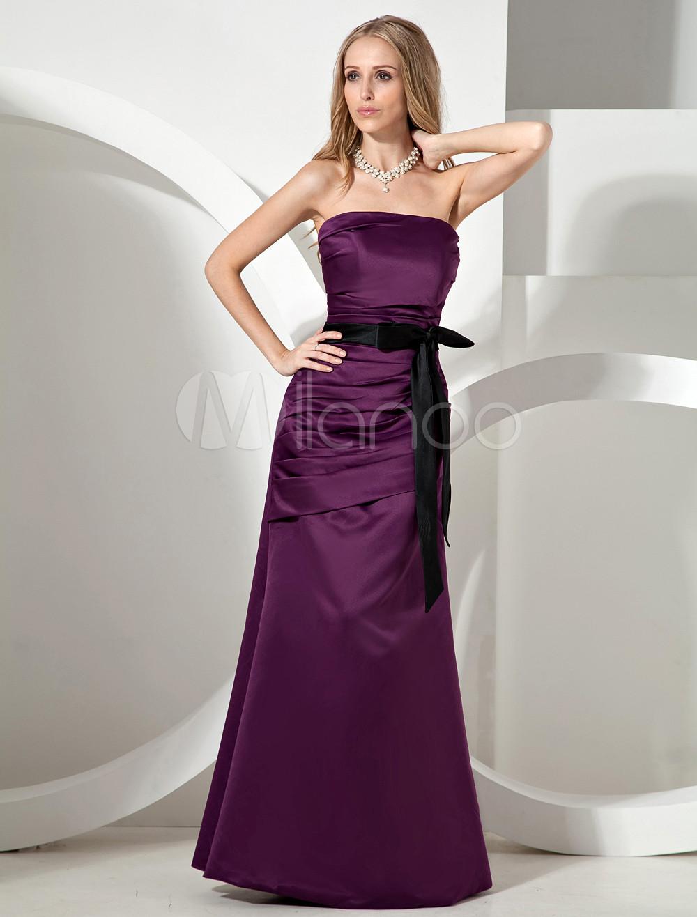 Vestido de noche de color morado de satén sin tirantes ajustado ...