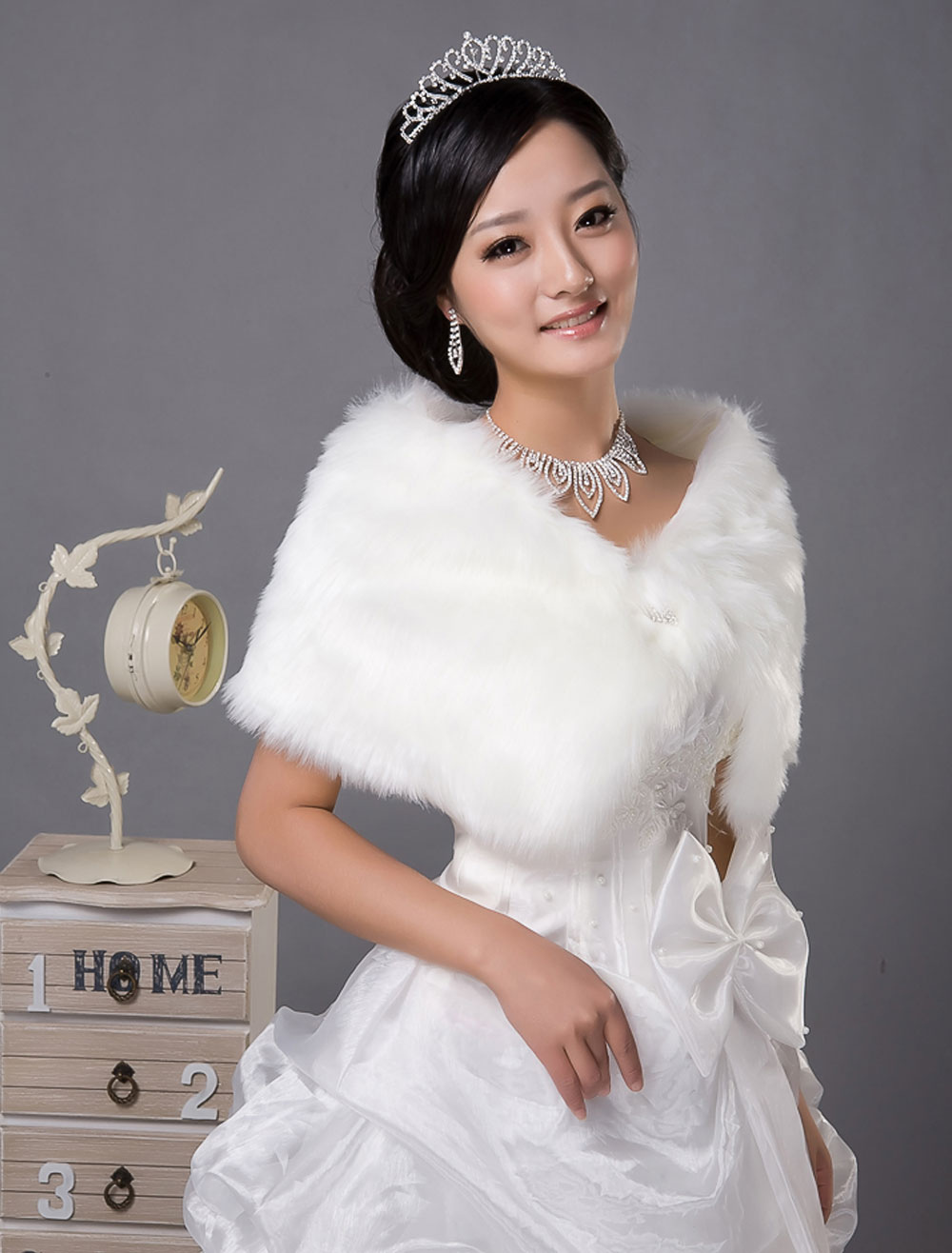 White Trendy Faux Fur Bridal Wedding Shawl