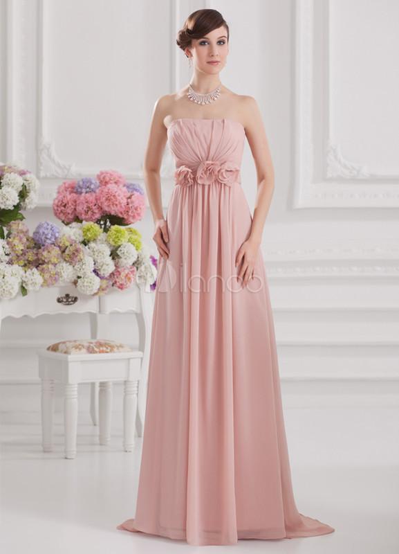 Vestido de noche de color rosado sin tirantes de estilo imperial ...