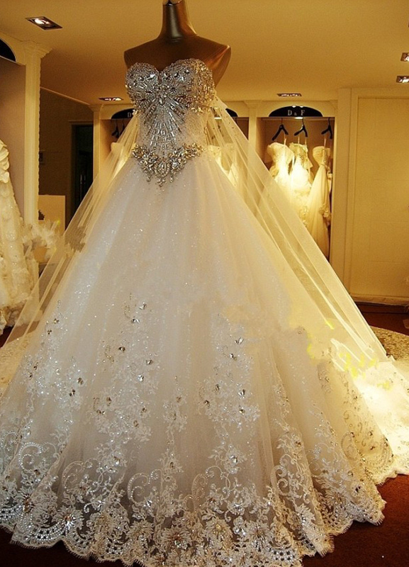 Wedding Dresses Lace Applique Bridal Gown Strapless Sweetheart Neckline Beaded Cathedral Train Wedding Gown