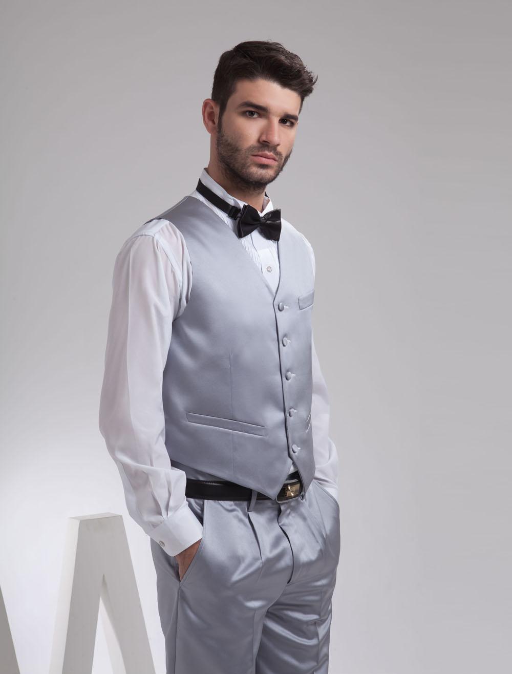 Gilet Uomo Matrimonio : Gilet da uomo argento personalizzato elegante in raso con bottoni in