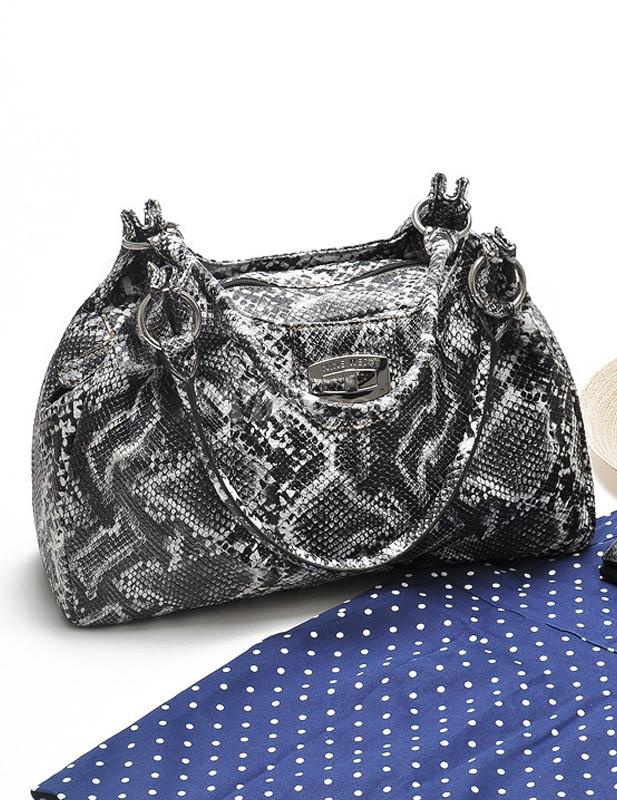 Modische Tasche mit Schlangenlederoptik in Schwarz