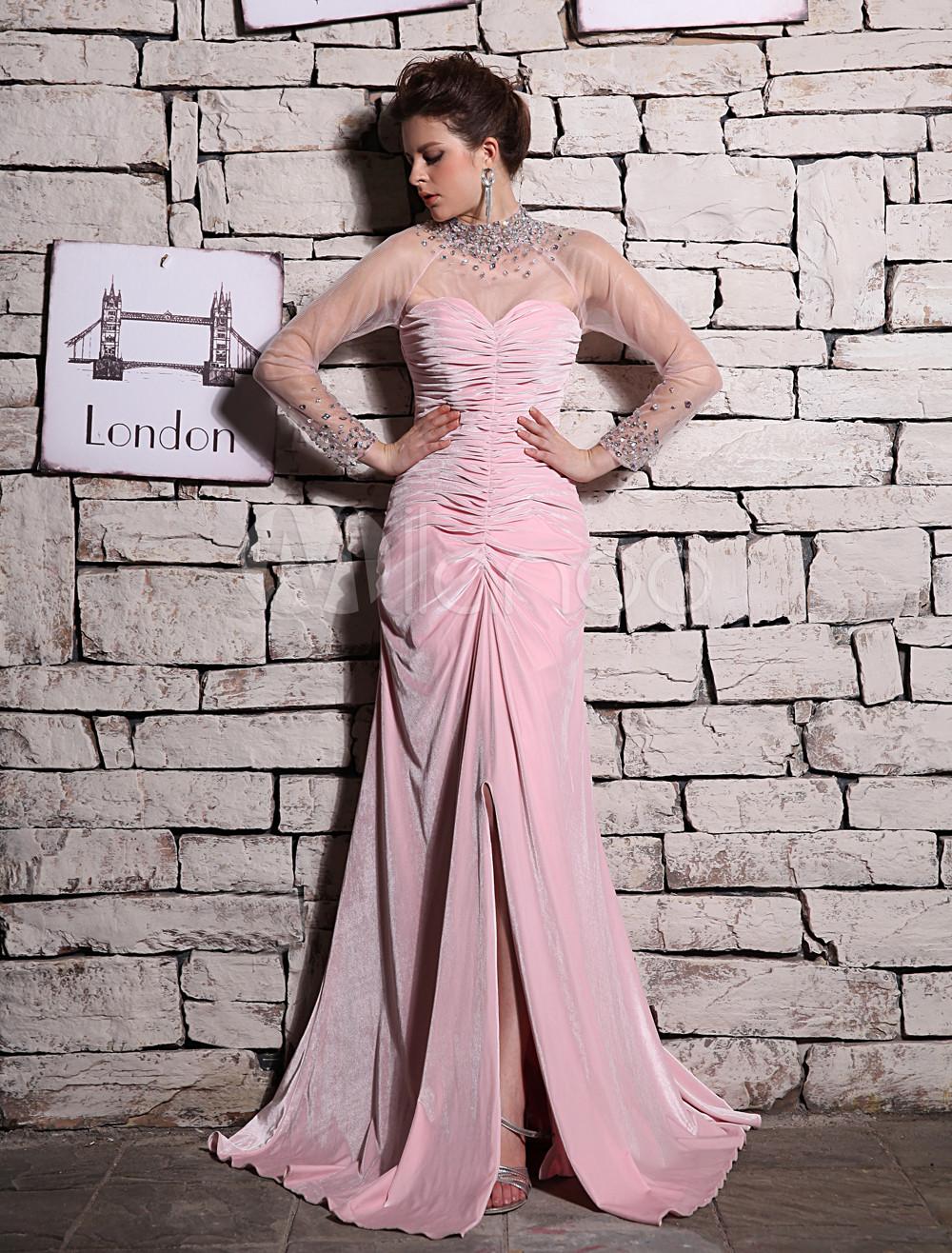 Vestido de noche de terciopelo rosado de manga larga con escote alto ...