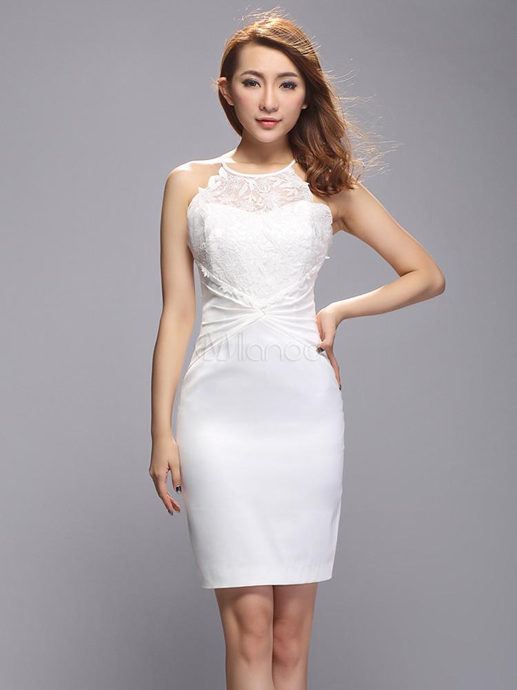 Robe blanche avec de la dentelle