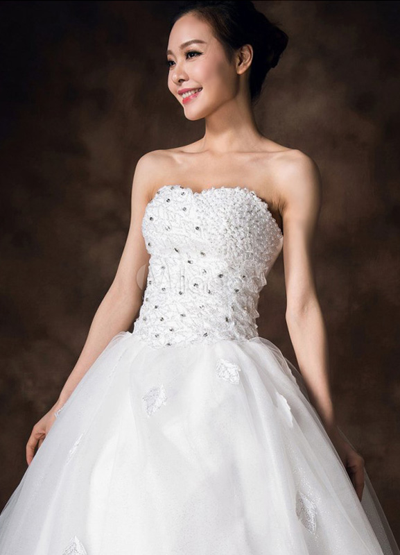 robe de mari e fabuleuse boule blanche encolure coeur en