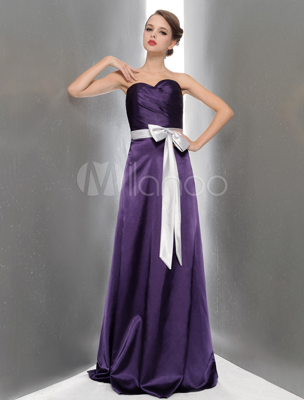 Vestido de damas de honor de satén elástico de violeta oscura ...