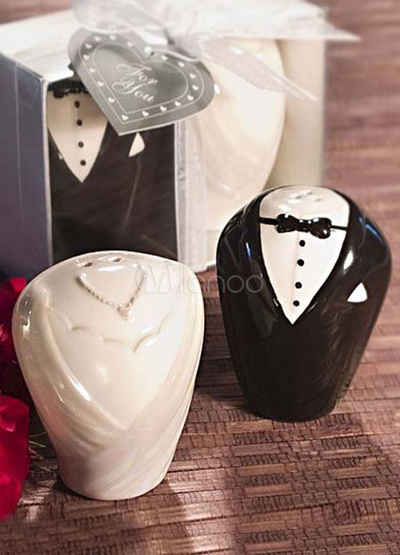 2-Piece Bride and Groom Pattern Ceramic Pepper Pots for Wedding