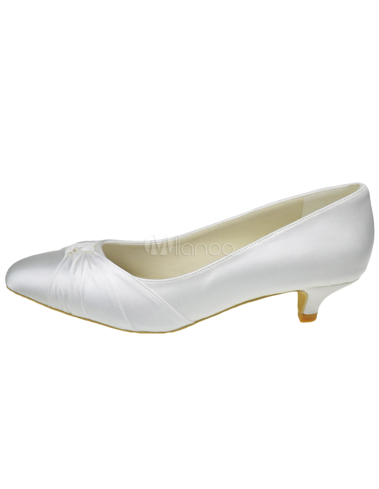 Beautiful Ivory Bow Pointed Toe Silk And Satin Pumps For Bride