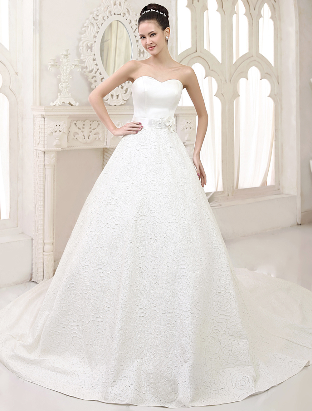 Ivory A-line Flower Chapel Train Wedding Dress For Bride with Sweetheart Neck Milanoo