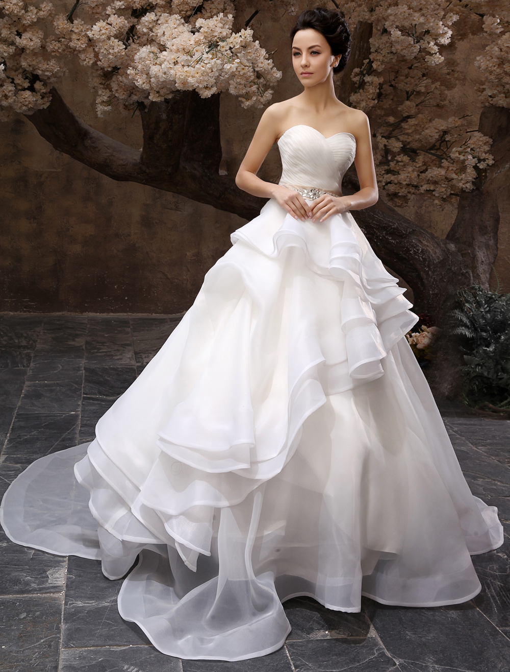 Court Train White A-line Beading Wedding Dress For Bride with Sweetheart Neck
