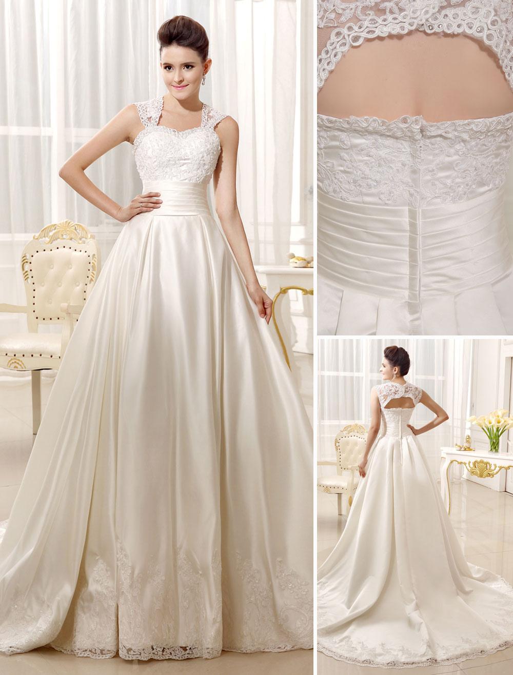 b55a493f0 Vestido de novia de satén con escote en corazón y adorno arrugado de ...