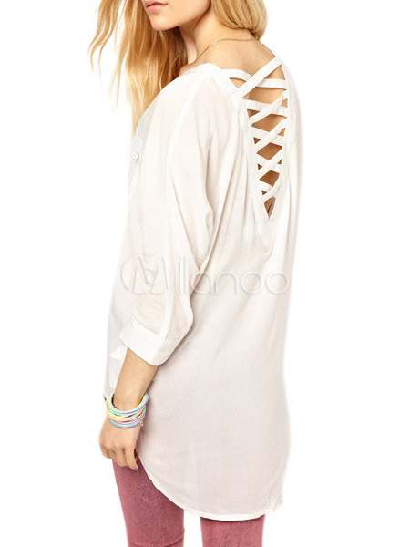 3a4cc6854b6c5 Blusa de chifón blanco semitransparente con espalda cruzada .