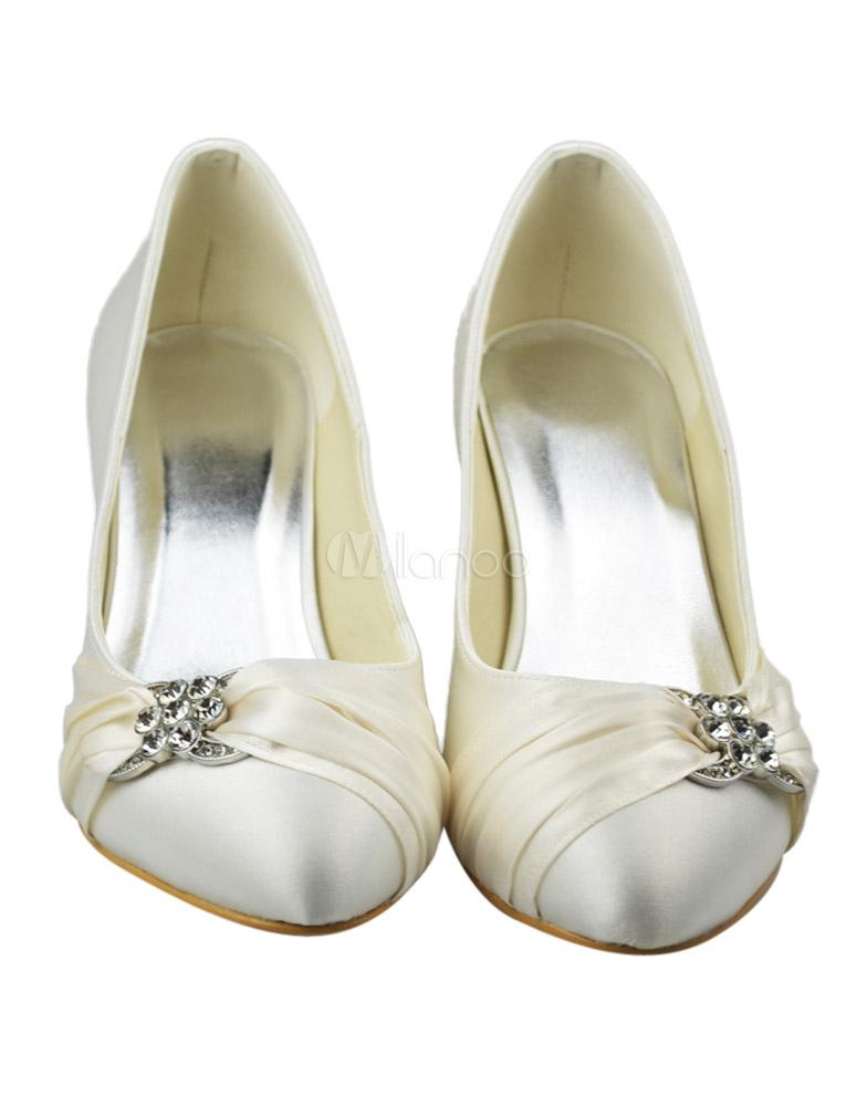 chaussure de mari e bout rond en satin ivoire petit talon avec strass. Black Bedroom Furniture Sets. Home Design Ideas