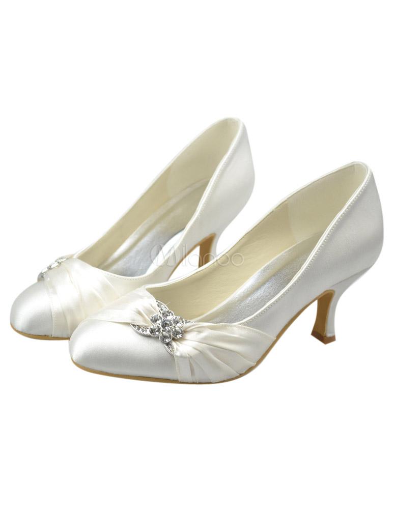 classique chic commercialisable sur des coups de pieds de Chaussure de mariée à bout rond en satin ivoire à petit talon avec strass
