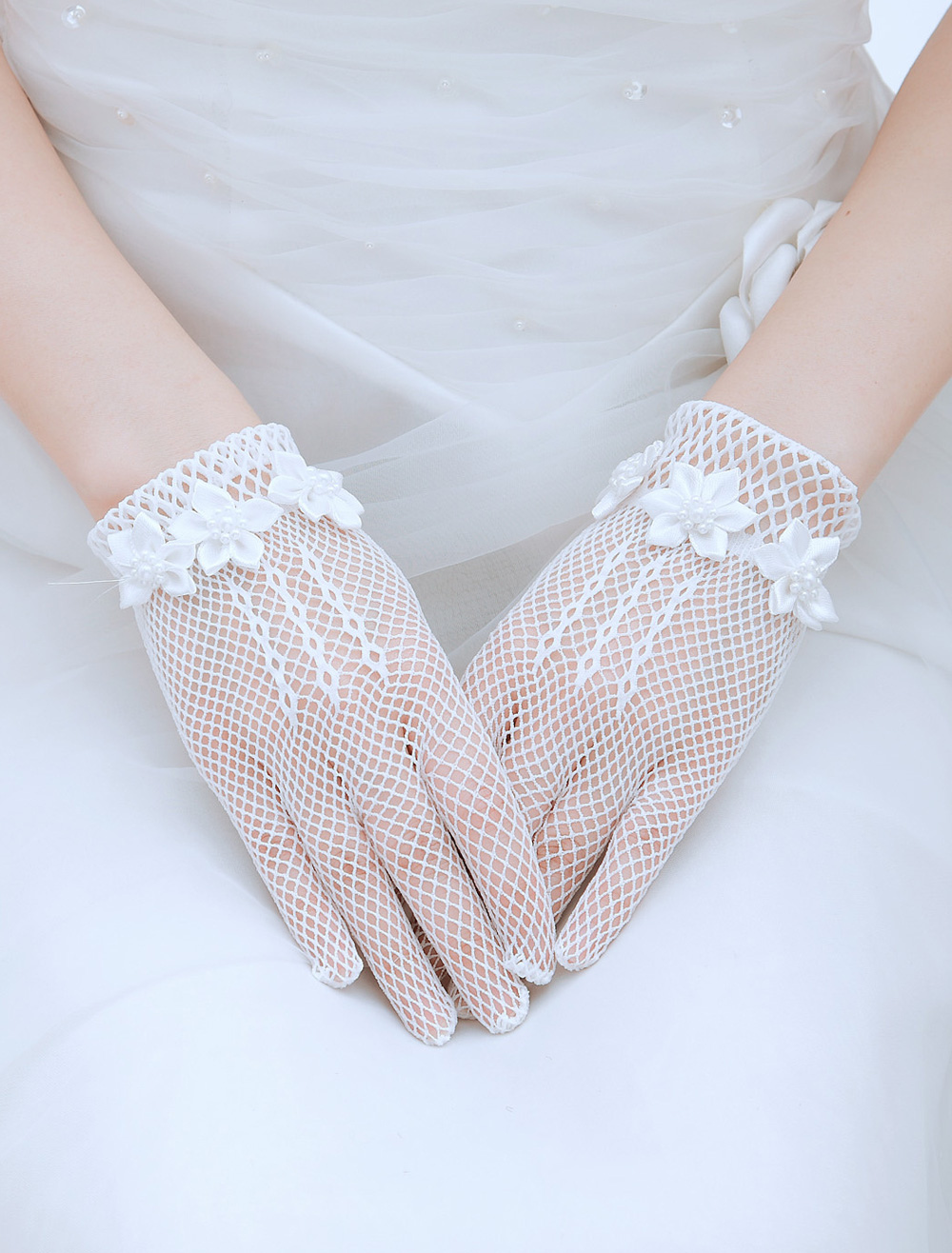 Elegent Blooms Mesh Wrist Length Fingertip Wedding Gloves