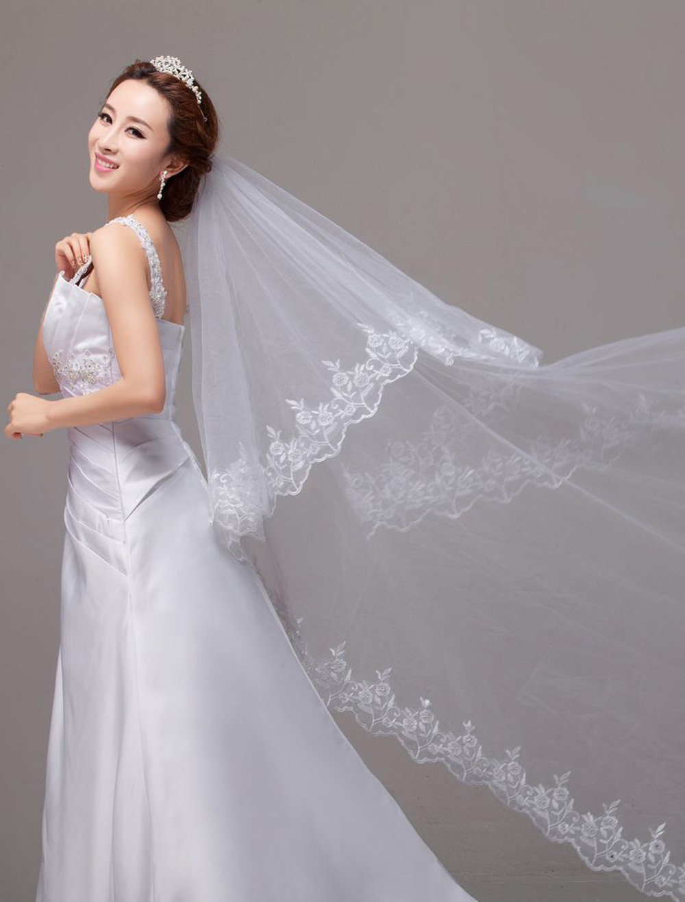 Waterfall Luxuary Embroideries Lace Edge Chapel Wedding Veil In One-Tier