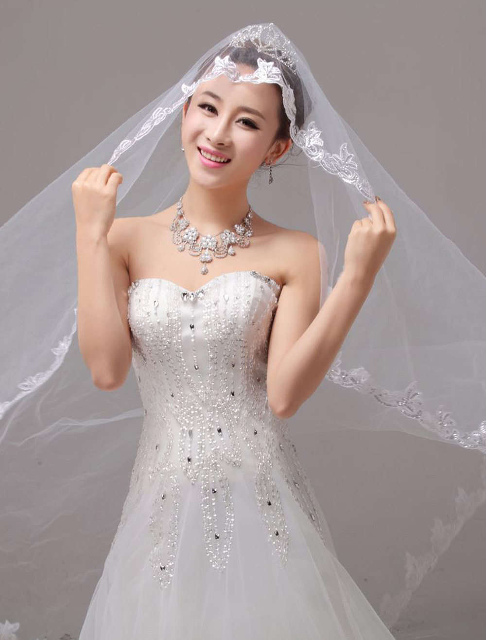 Waterfall Romantic Lace Applique Edge Cathedral Wedding Veil In One-Tier