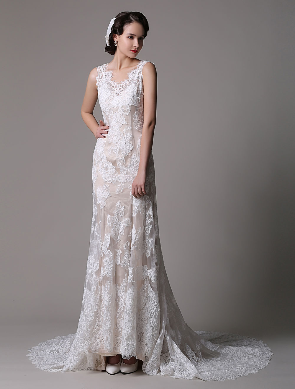 Vintage Lace Mermaid/Trumpet Backless Chapel Train Wedding Gown