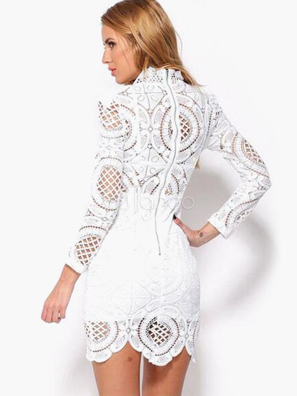 8765461e00ac Vestido corto de encaje con escote alto y manga larga