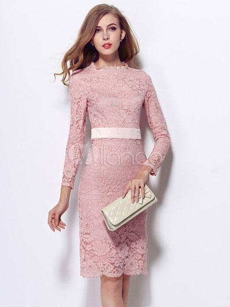 Robe moulante dentelle rose