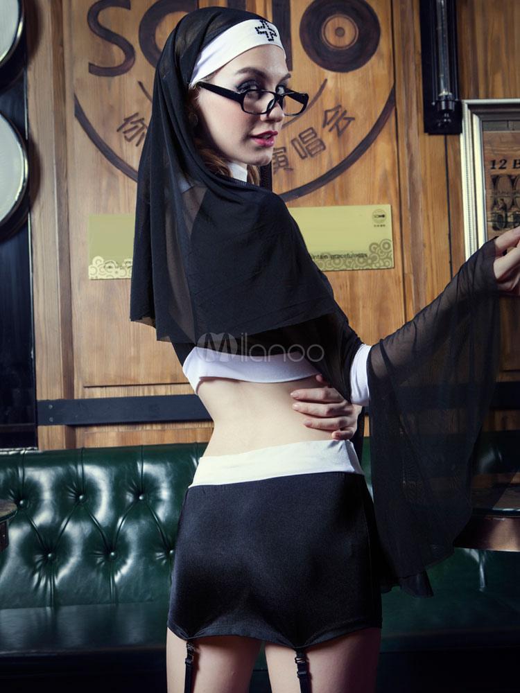 Монахиня в мини юбке