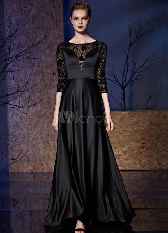 Vestido negro de encaje con medias