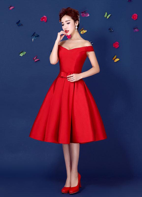 Vestido Elegante De Cóctel Tela Satén Rojo Con Escote De Hombros Caídos Sin Mangas Con Lazo